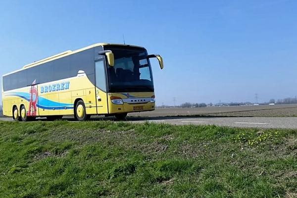 luxe-touringcar-voor-62-personen2E15D096-4B54-9C09-BD30-083111184302.jpg