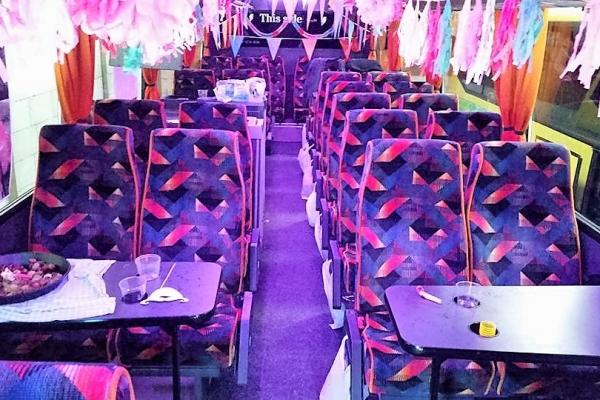 partybus-interieurD52BA476-753C-4BBD-E5E8-06302DA4C654.jpg